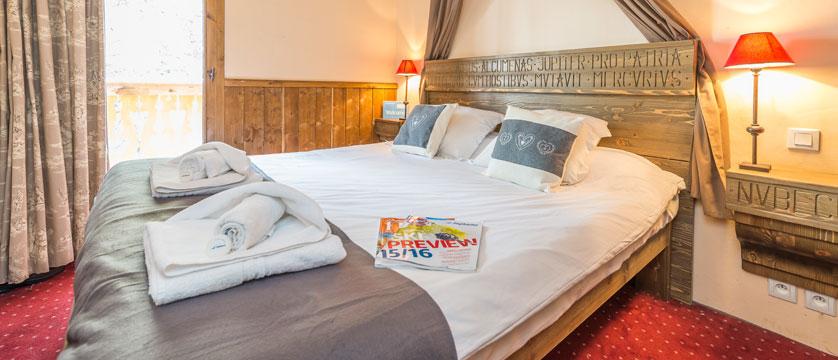 France_Les-Arcs_Chalet-Julien_Bedroom-example2.jpg
